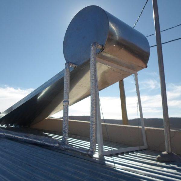 3.Termotanque-solar-producido-por-JuySolar-para-Viviendas-IVUJ-1024x683