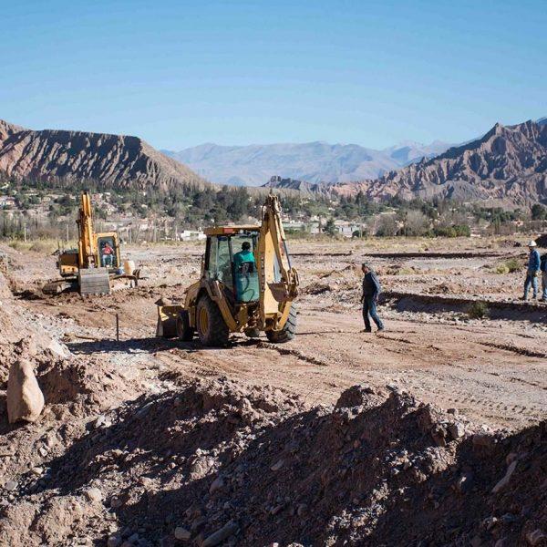 maquinas-trabajando-en-el-rio-tilcara_27448