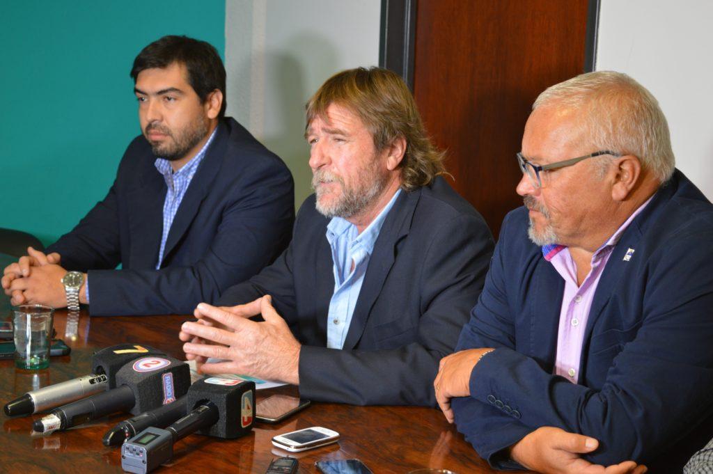 El ministro Rizzotti presentó el Plan junto al secretario de Ordenamiento Territorial, HUmberto García, y el director de  regularización Dominial, René Gonzalez.