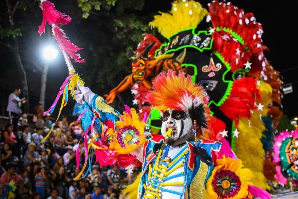 Colores y mucho más en una noche tradicional de corso en San Pedro