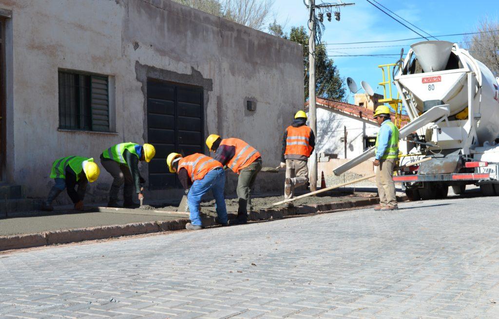 Las veredas y adoquinado de calles ya están casi al 50% de ejecución. Se requirió, durante 2017, la obra de infraestructura de servicios básicos, que va subterránea.