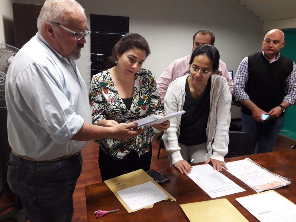 La Secretaría de Ordenamiento Territorial es la encargada de planificar las intervenciones, proveer materiales y conducir técnicamente las obras que ejecutan cooperativistas.