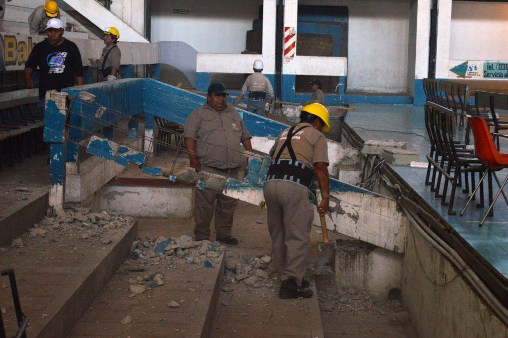 La demolición de vigas y rellenado de fosas ampliarán la capacidad de las tribunas, como también lo hará la eliminación de vallas.