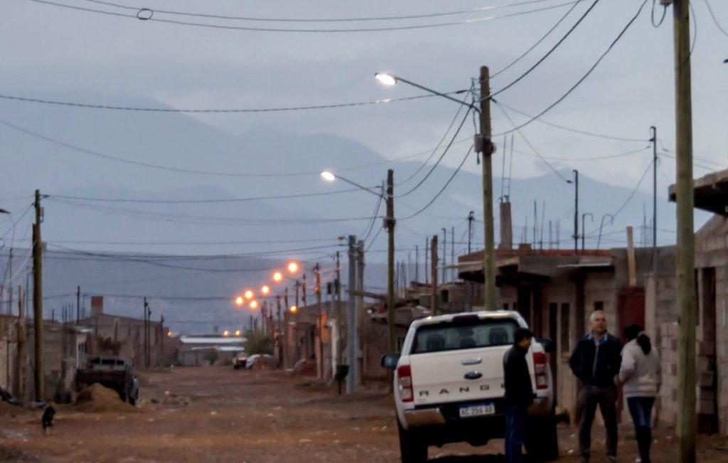 El barrio superó la condición de informalidad en relación a la energía eléctrica, y ahora cuenta con tecnología LED en sus calles y con acometidas domiciliarias.