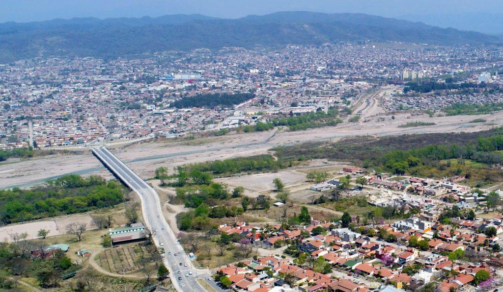 La obra sobre la avenida Yrigoyen hasta la Alte. Brown tiene el objetivo mejorar la vinculación entre el puente Arias y la Ruta Nacional 9